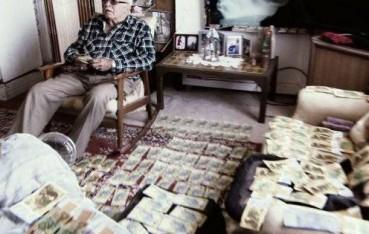 男子买油漆买到假货 12年后发现内藏巨款