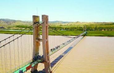 横跨黄河玻璃大桥亮相