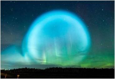 西伯利亚夜空不明发光泡引恐慌
