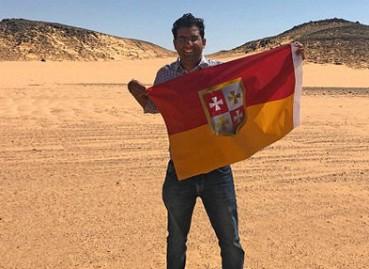印度男子在荒漠建王国 自封国王