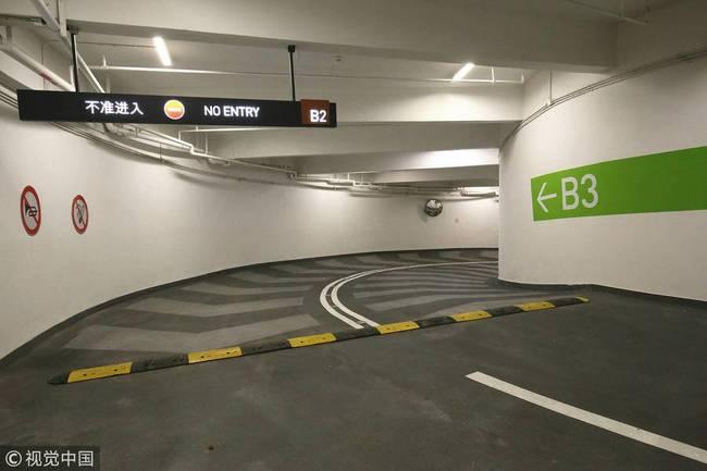 重庆神级停车库 去底层停车要转8个圈-趣闻巴士