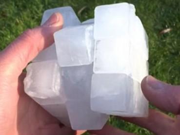 牛人用冰块做魔方顺滑无比