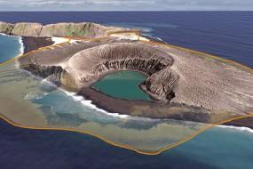 卫星全程记录火山爆发长出小岛