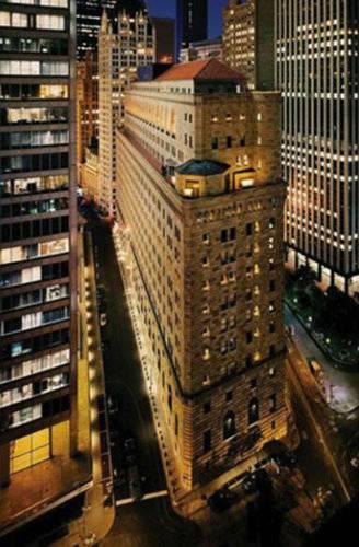 纽约联邦储备银行地下金库900亿美元的黄金储备中,只有约5%属于美国,其余部分大多数属于外国政府和各国银行。-趣闻巴士
