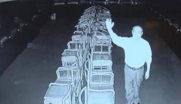 监控拍博物馆神秘白色物体飘动 专家无法解释