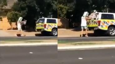 男子遮挡路边测速车被拍