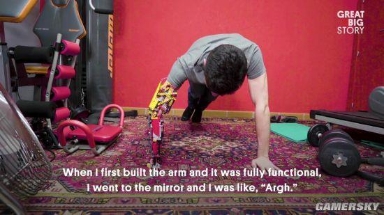 18岁断臂少年用乐高拼了个义肢 动作灵活独一无二-趣闻巴士