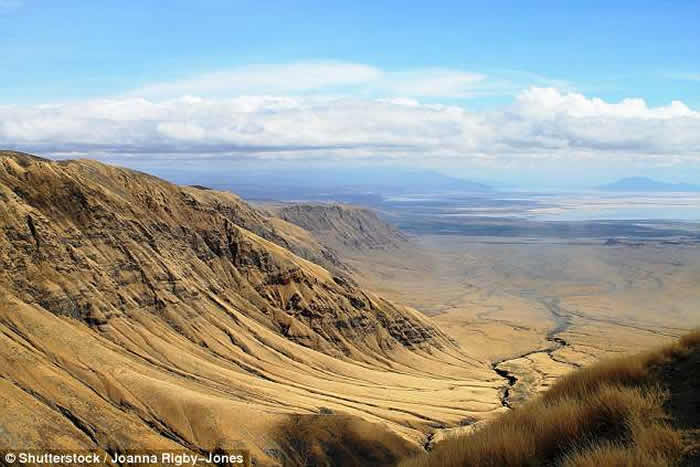肯尼亚突现数公里大裂缝 非洲大陆恐一分为二-趣闻巴士