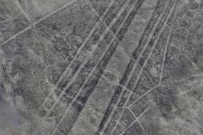 秘鲁纳斯卡沙漠新发现超过50幅巨型地画