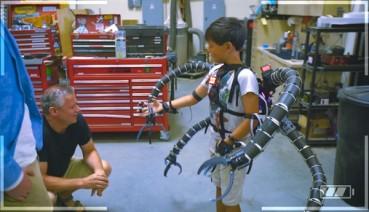 少年打造超酷章鱼博士机械骨骼