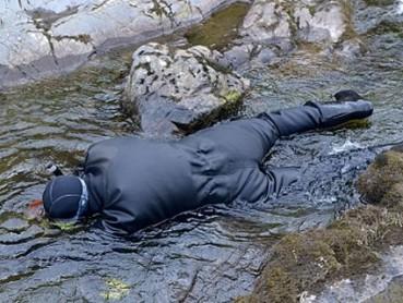 英国探险家河中发现高尔夫大小天然金块