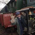 教授收藏一整列火车 自家后院建300米铁轨
