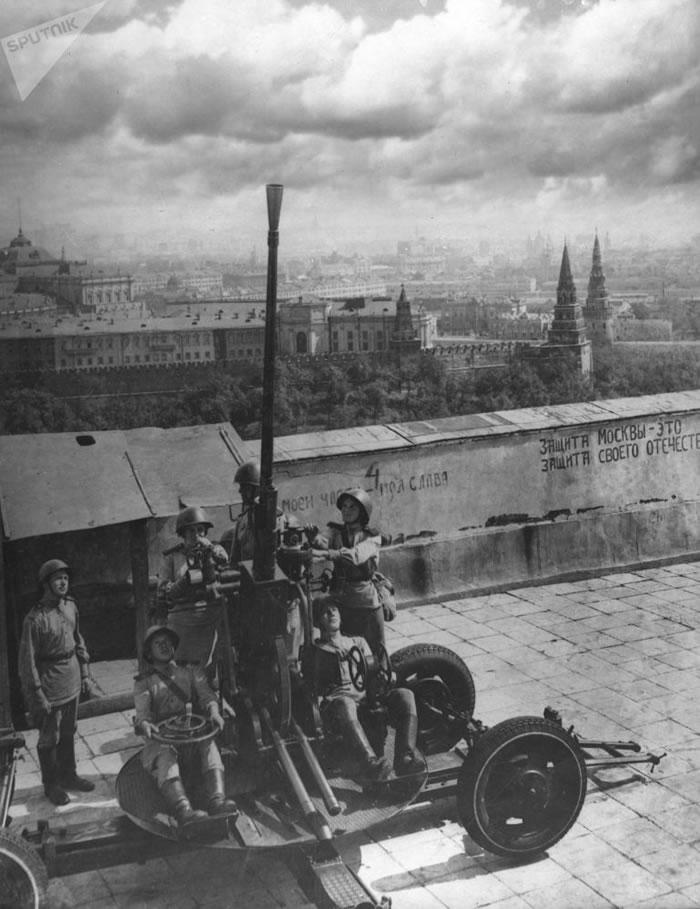1941年,莫斯科克里姆林宫警卫队的高射炮手-趣闻巴士